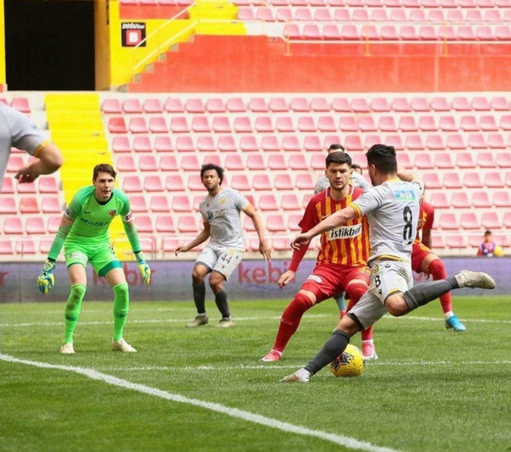 Cristian Sapunaru a revenit in aceasta iarna la Kayserispor, dupa o jumatate de an petrecuta tot in Turcia, la Denizlispor