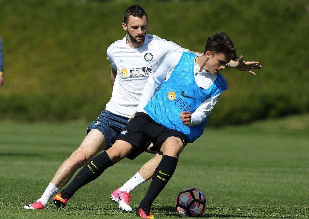 Vlad Mitrea alaturi si Marcelo Brozović la antrenamentul lui Inter
